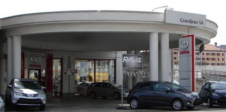 Toyota la chaux de fonds garage pour achat vente auto2day for Garage achat vente reprise